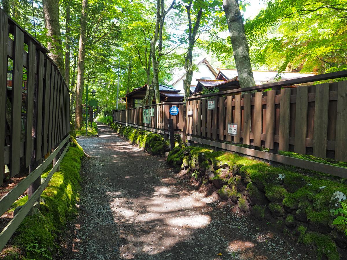 軽井沢・室生犀星記念館に続く「犀星の径」