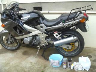 洗車とチェーンのメンテが終わったバイク(ZZR400)