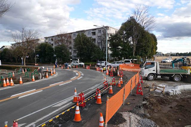 所沢米軍通信基地を東西に横断する新道路の工事現場と進捗の様子