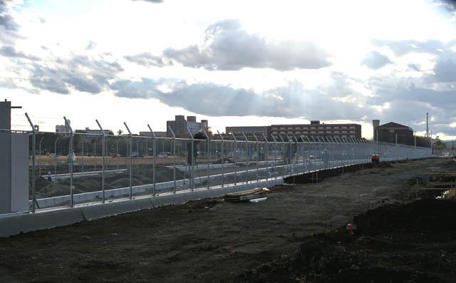 沢米軍通信基地を東西に横断する新道路の基地内の工事の様子と進捗