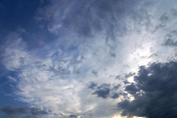 秋の空に広がる綺麗な雲