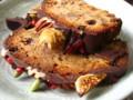 生地はカラメルスパイスのダークフルーツケーキ