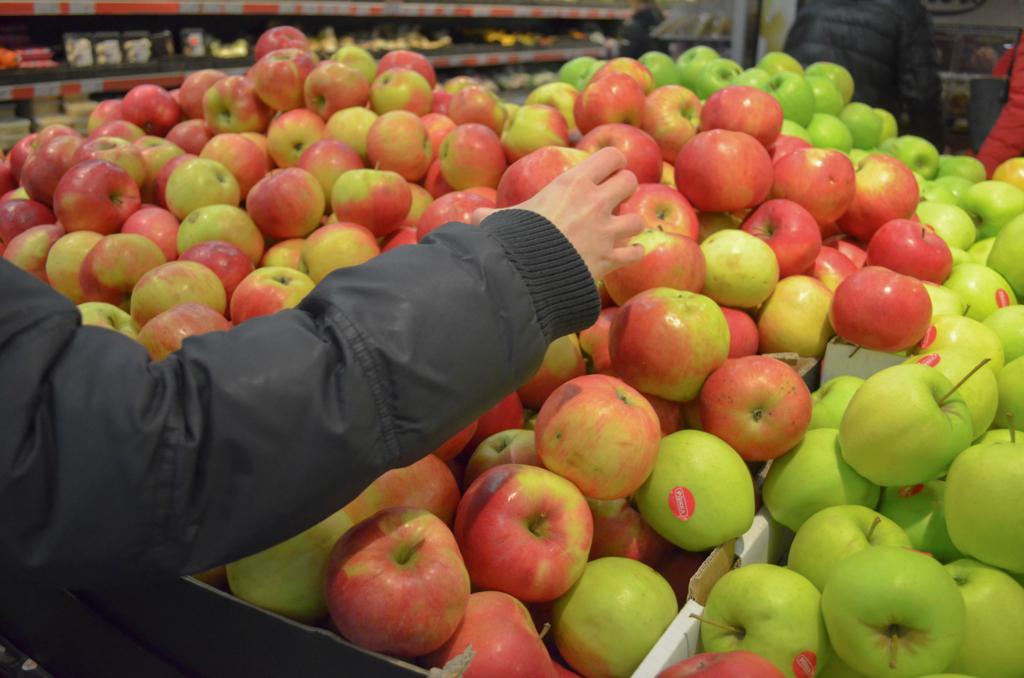 リンゴを選ぶ
