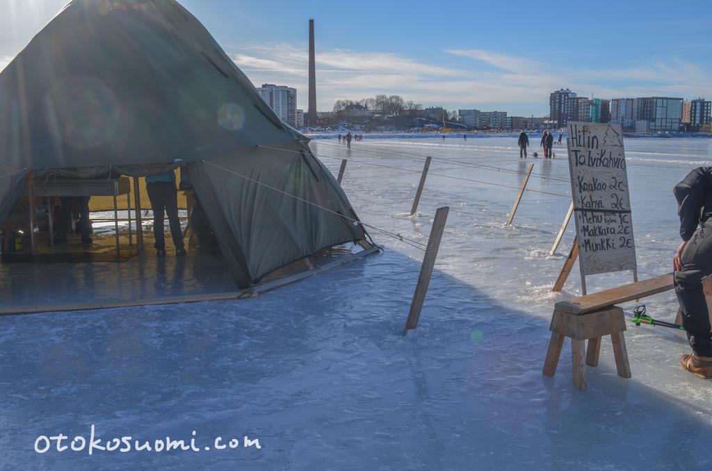湖の上にある幻の冬季限定カフェ