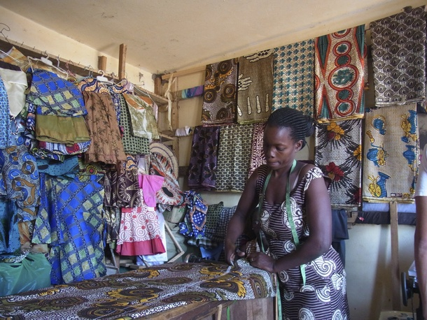 コンゴ 女性