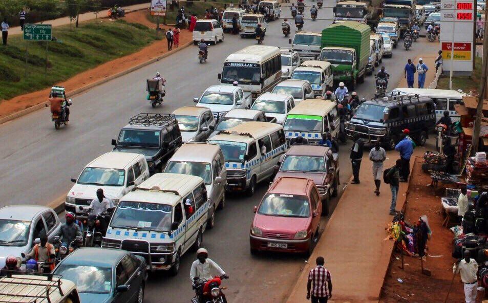 ウガンダ タクシー