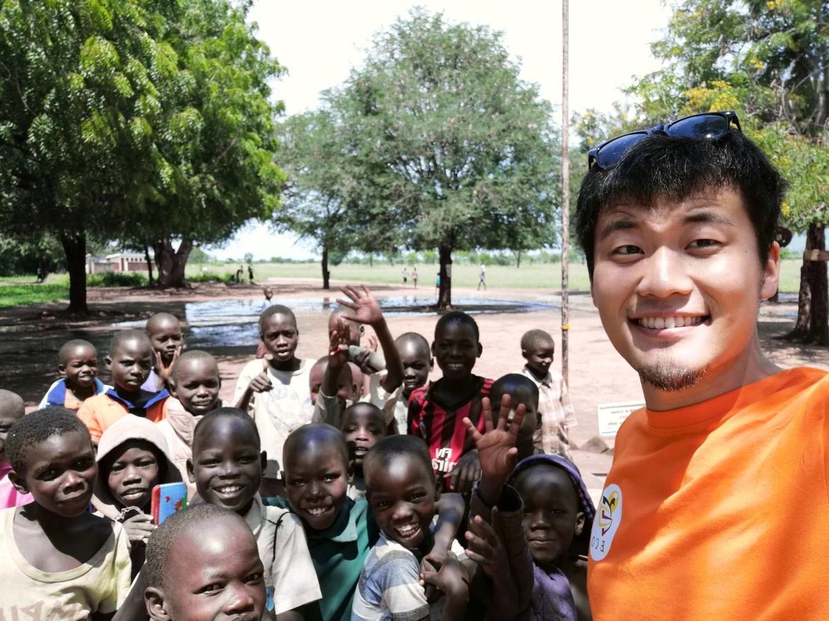 原貫太とウガンダの子どもたち