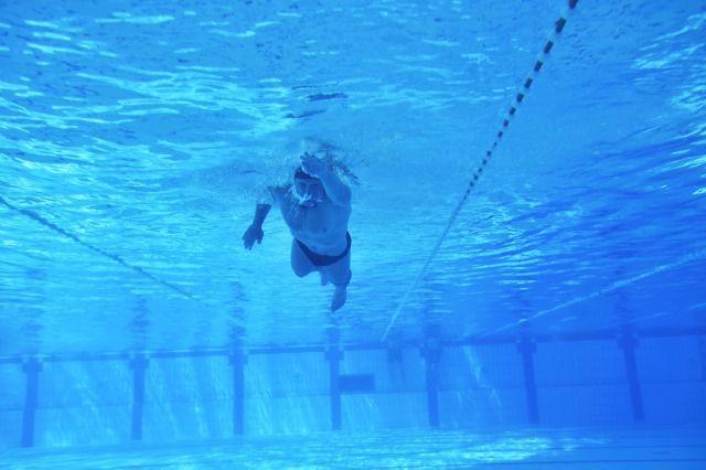 クロール 速く泳ぐコツ