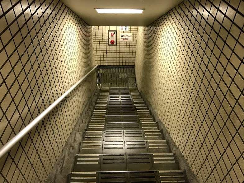 安治川トンネル階段