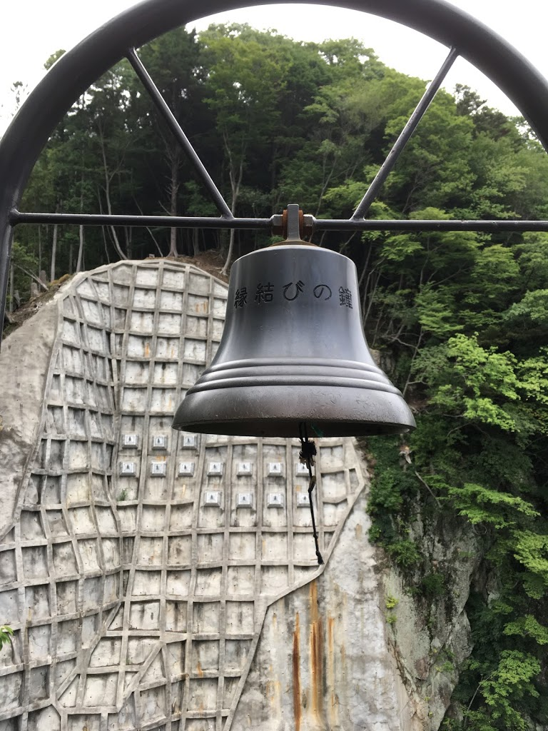 鬼怒楯岩大吊橋 展望台の縁結びの鐘