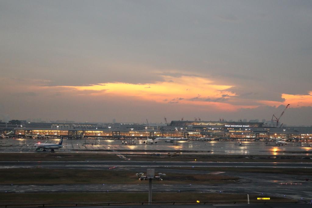 羽田空港国際線ターミナルの夕焼け