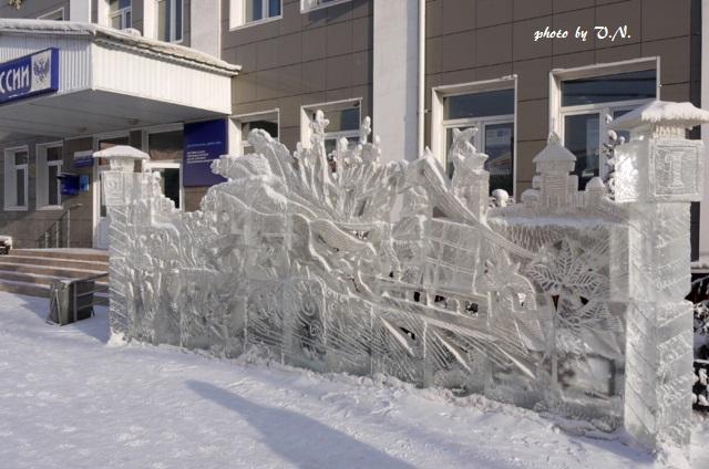 ヤクーツク市。郵便局前。郵便を運ぶ氷のトロイカ