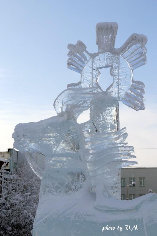 「ヤクーツク市。氷の彫刻。馬」