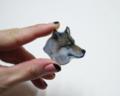 大好きなオオカミをブローチに。(原画:自分のパステル画)