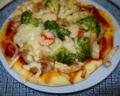 鶏肉と野菜のピッツァ。