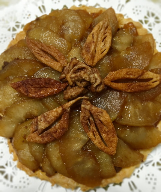 今日の手作りのお菓子:バラ飾りのアップルパイ。