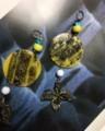 ワタリガラスと新月(粘土、プラスチック、ビーズ)