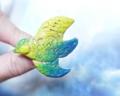 幸せを呼ぶ鳥。新作の粘土ブローチ