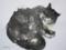 「眠る猫」