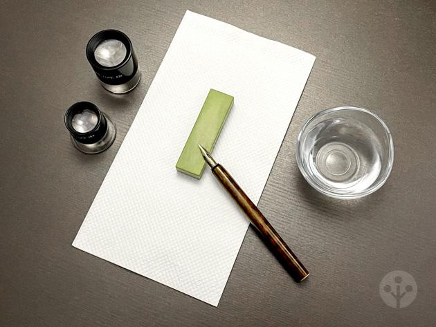 つけペンとペン先を研ぐ道具