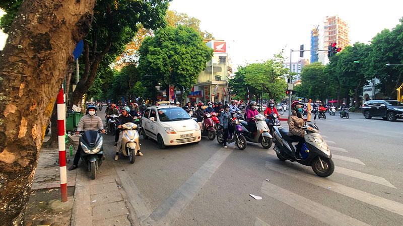 市内の交差点風景