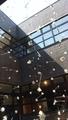 苫小牧市美術博物館 中庭展示 半谷学 花降り