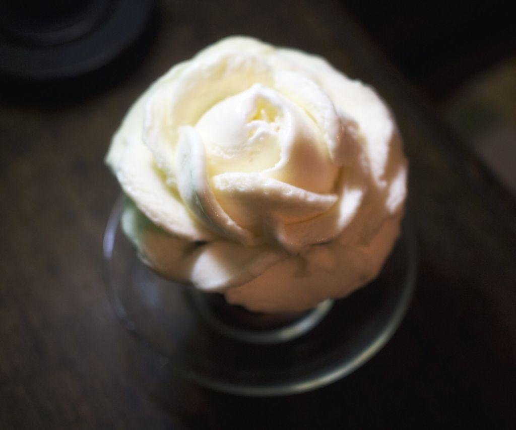 バラのコーヒーフロート