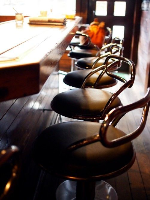 松山・喫茶マリモ_カウンターの椅子