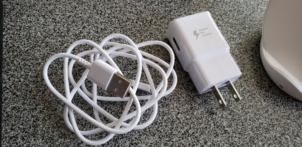 USB変換ケーブル(Type-C) x1 急速充電ACアダプタ x1