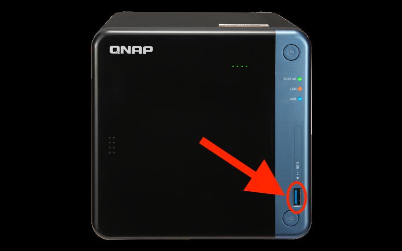 QNAP フロント部分の USB ポート