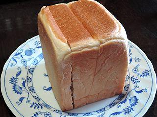 食パンは内側から食べる