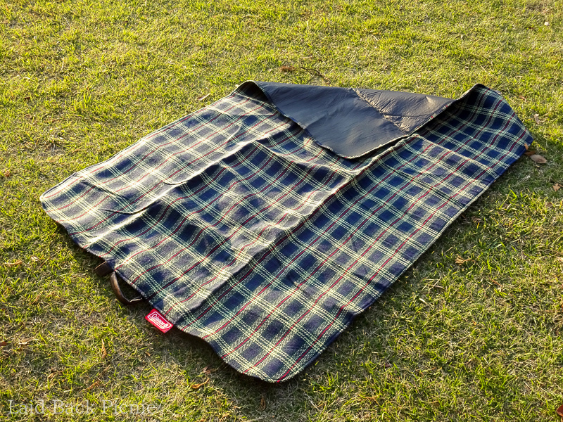 The back of the picnic sheet is processed and resistant to moisture