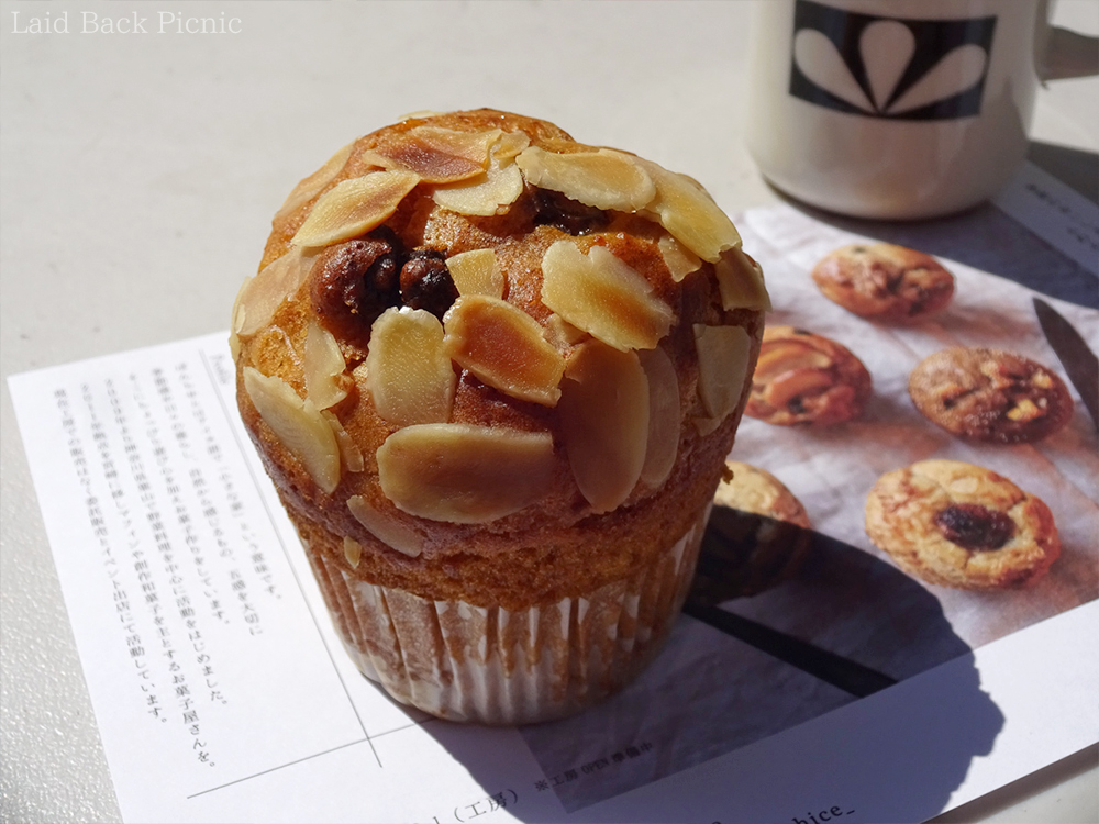 Muffins topped with sliced almonds