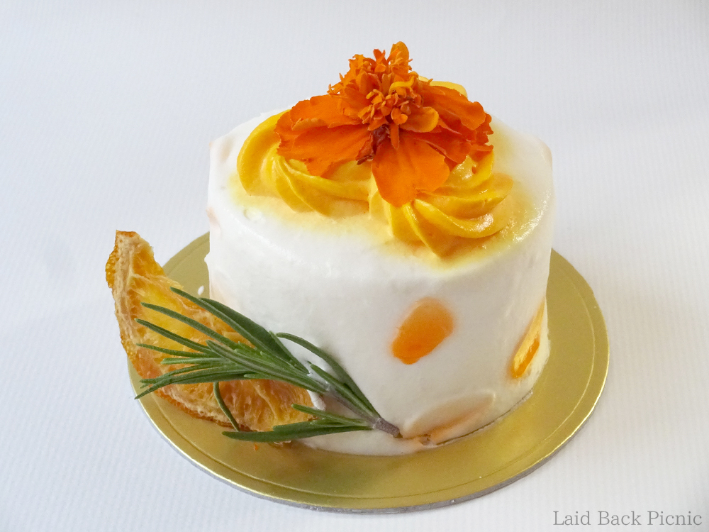 Real flower topping on cake