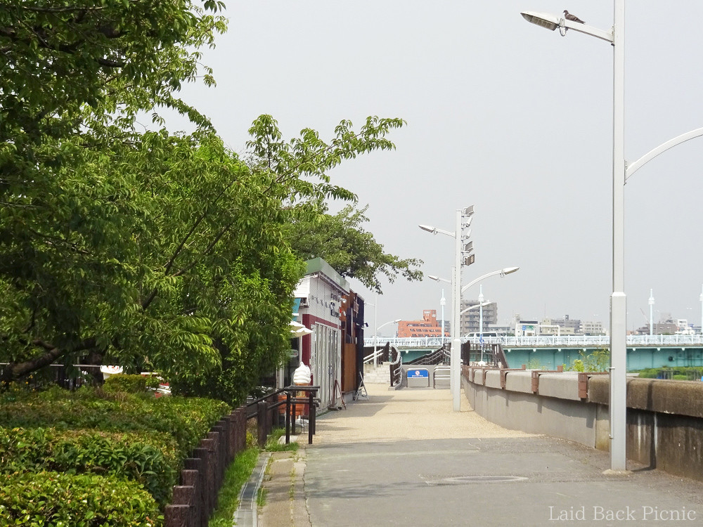2 cafes along the sumida river