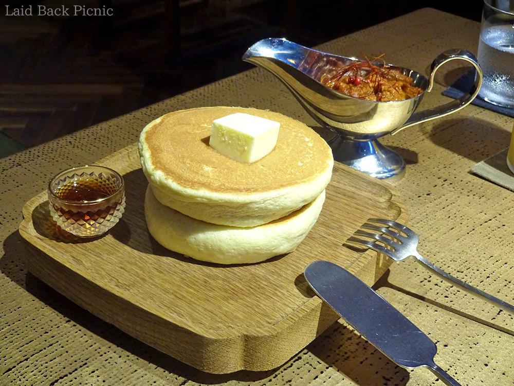 ケーキサーバーのように平たいナイフ