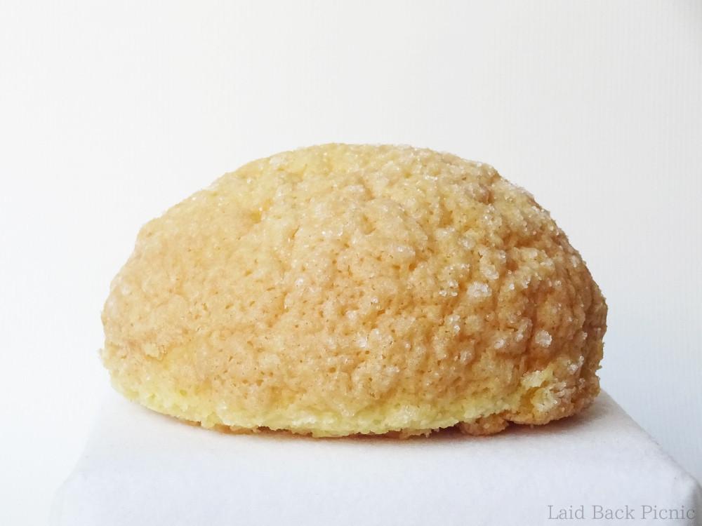 キレイな丸いかたちのメロンパン