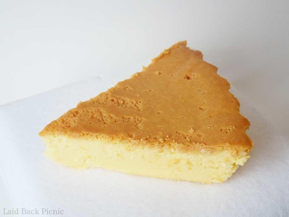 断面を見てもしっかり系チーズケーキなのが分かる