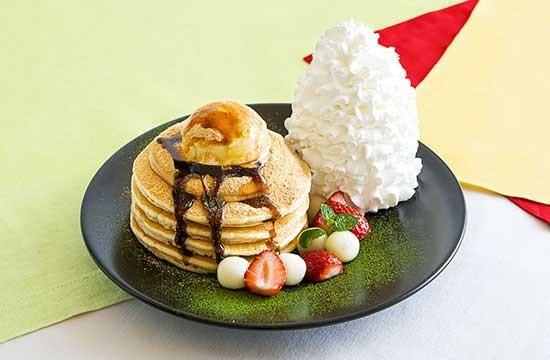 パンケーキの上に特製きなこクリーム