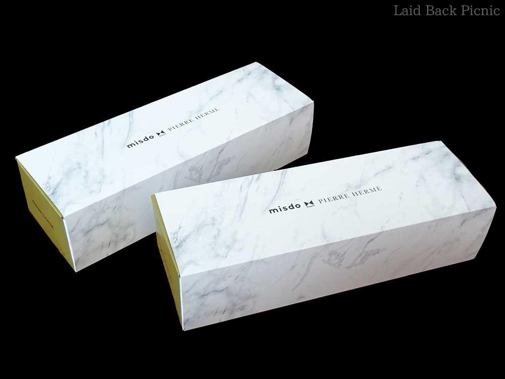 大理石の柄にサイドはゴールドの高級感溢れるボックス