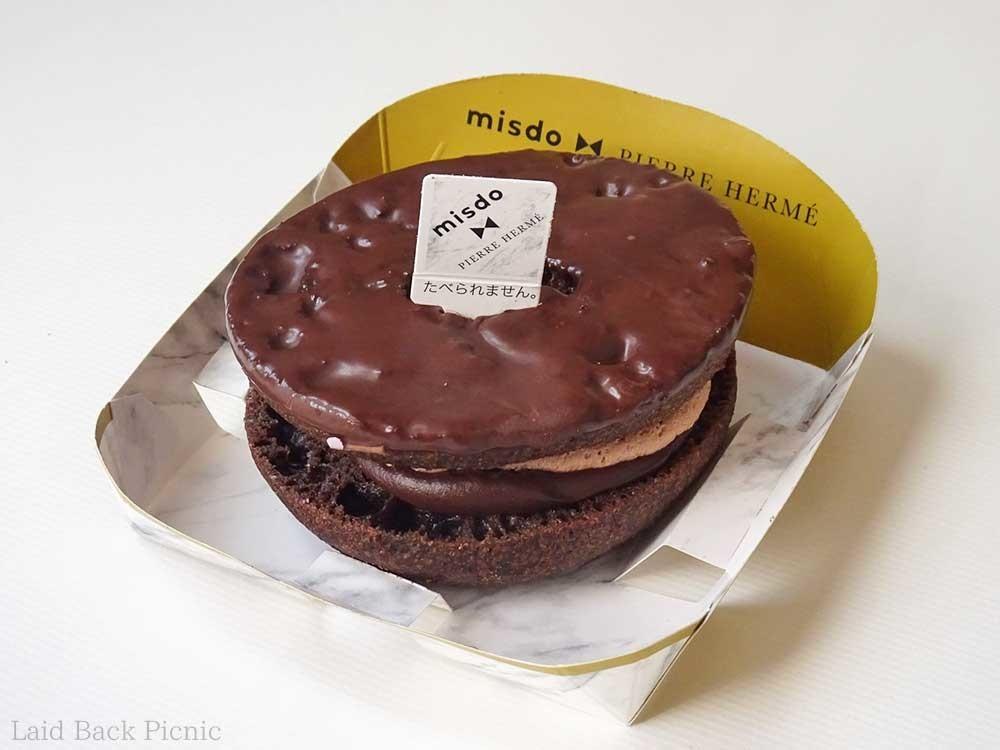 チョココーティングしたチョコドーナツ
