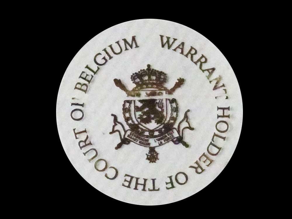 紋章の周りを文字が囲む
