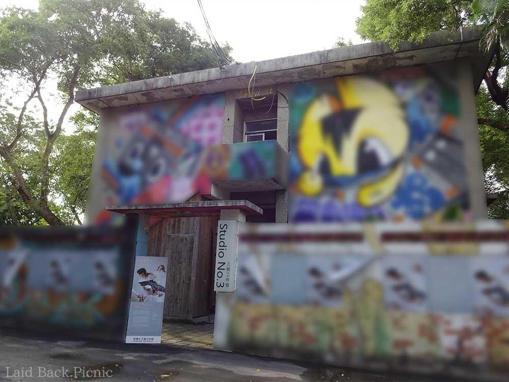 建物の壁一面にイラスト