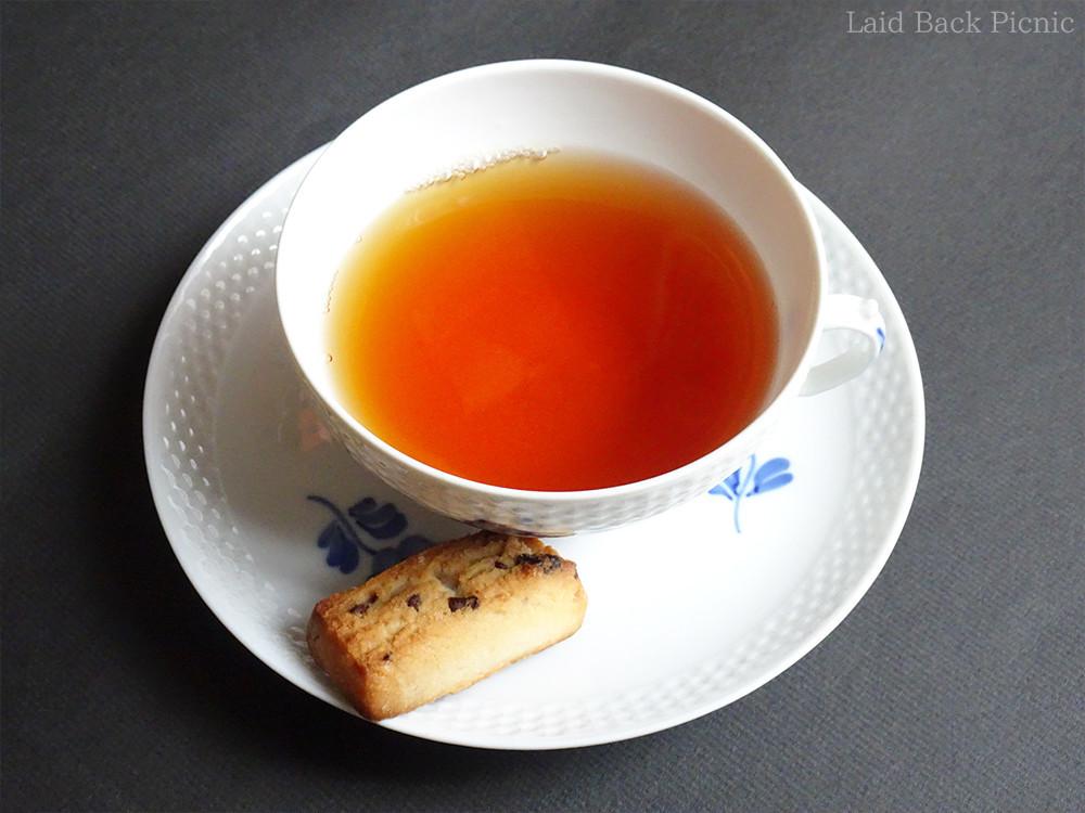 紅茶のカップと一緒にソーサーに乗せるのにもいいサイズ