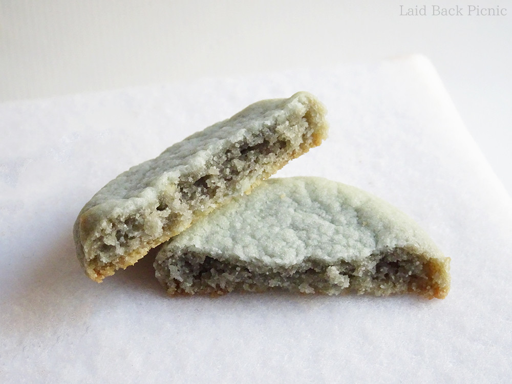 薄緑色のクッキー