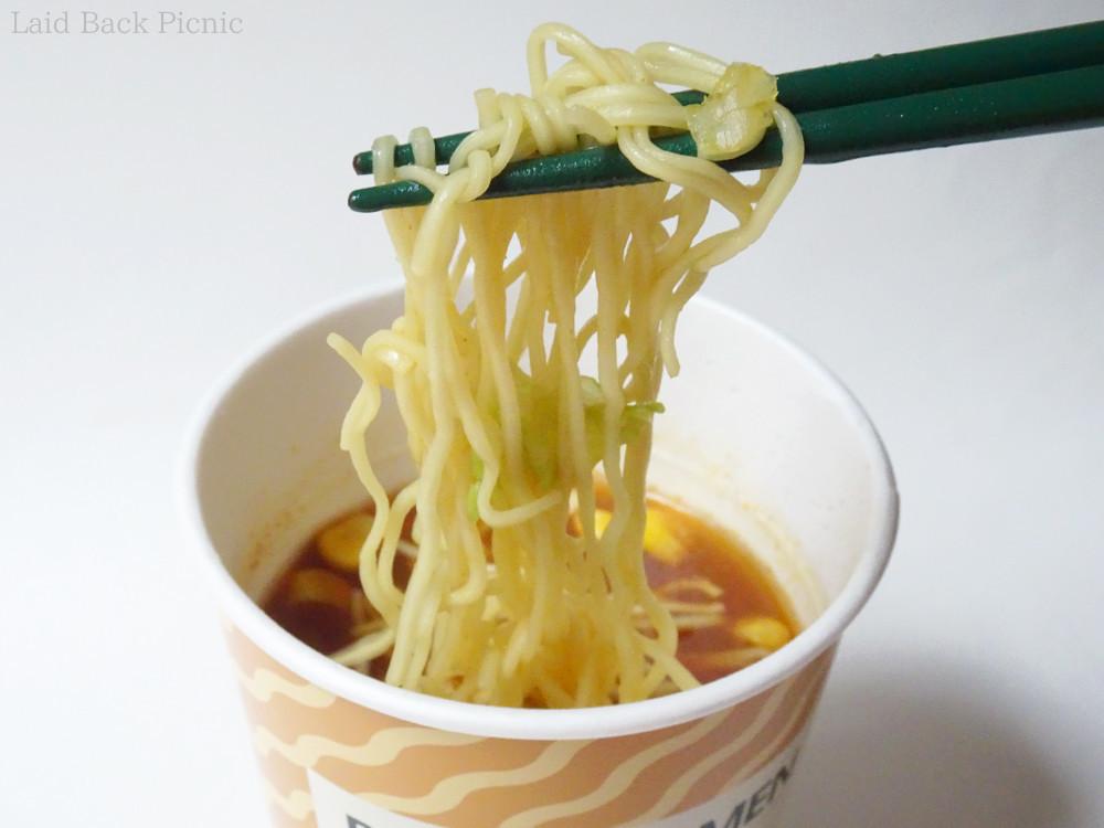 細麺にスープはしっかりカレー色