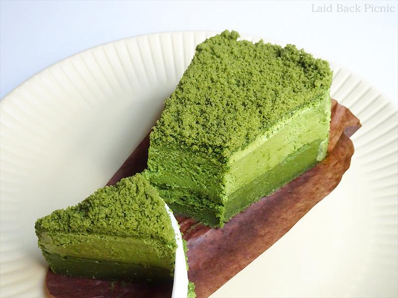 横から見ると2層になっているケーキ