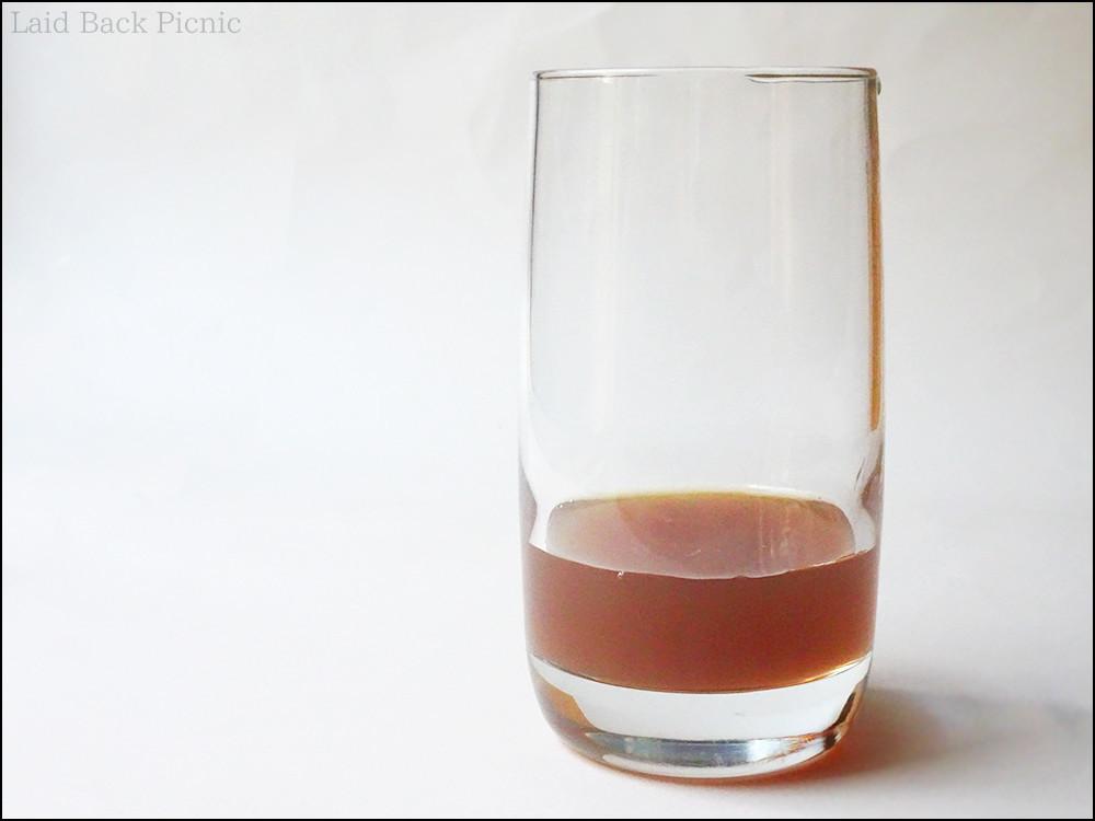 半透明の茶色い液体