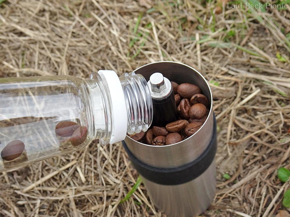 アウトドア用の小さなコーヒーミルに便利なサイズ