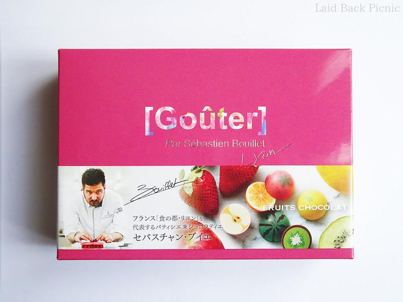 ピンク色の箱に、セバスチャン・ブイエ氏の写真入り帯がついている